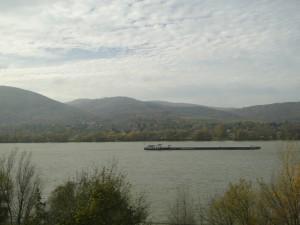 Onderweg in de trein langs de Donau