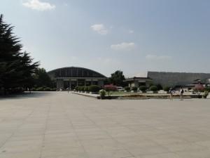 Terracottaleger - Complex museum (Pit 1 op de achtergrond)