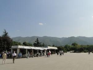 Terracottaleger - Het complex tussen de heuvels