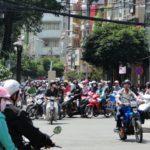 Het verkeer in Vietnam: een cursus veilig oversteken