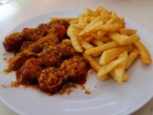 Langkawi Currywurst mit Pommes