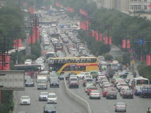 Uitzicht op het verkeer in Xi'an vanaf de Belltower