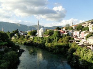 6 Mostar vanaf de brug gezien