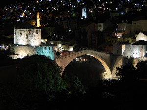 Brug Mostar in het donker