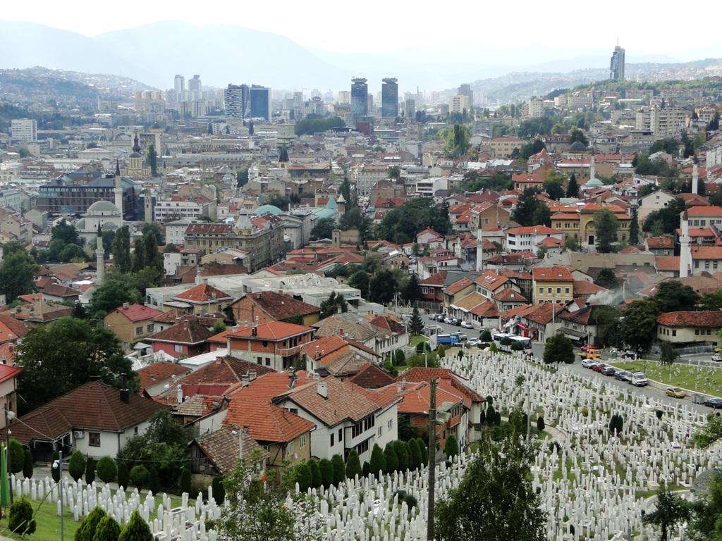 Bosnie Herzegovina - Uitzicht op Sarajevo vanaf Yellow Fortress