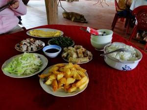 Eten Vietnam - Lunch (270000 Dong totaal)