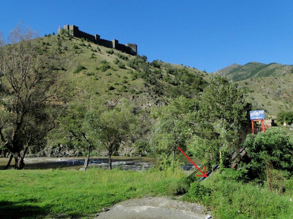 Maglic Fortress - bij rode pijl naar beneden lopen (vorige foto) richting de brug