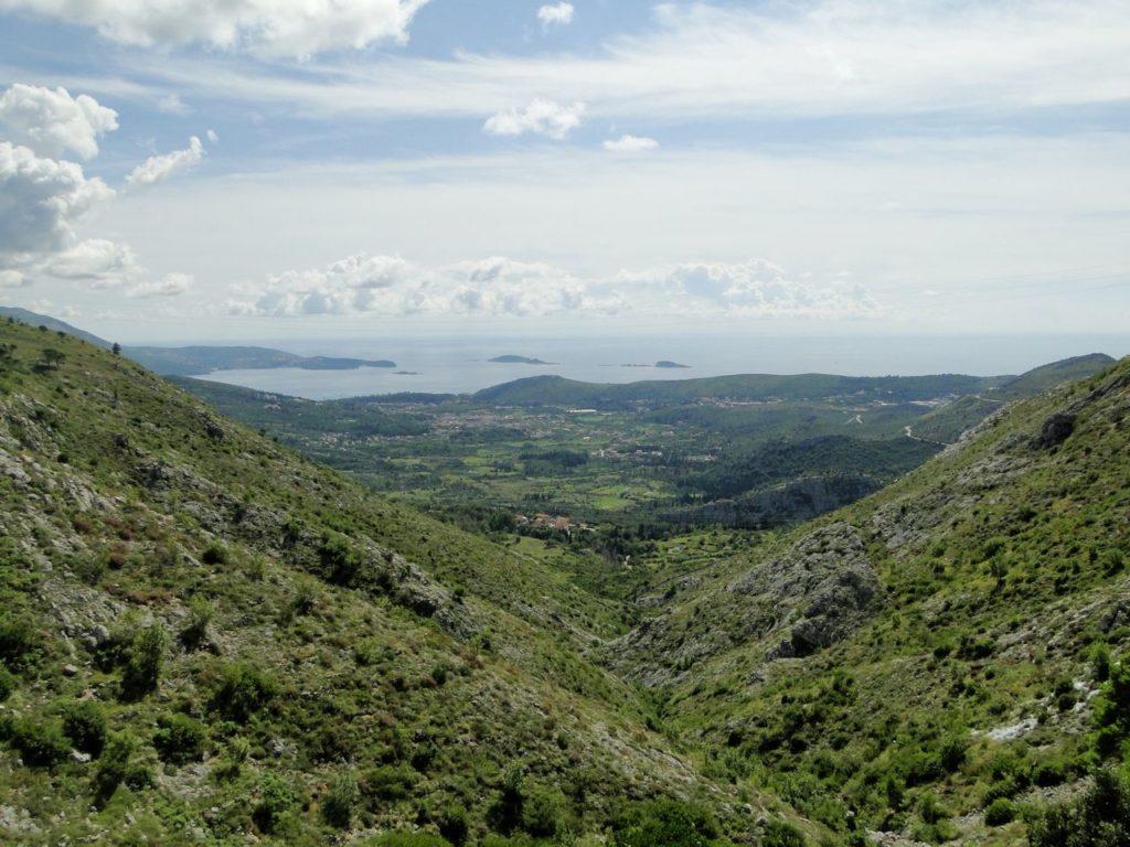 Grens Bosnie Herzegovina - Kroatie (uitzicht op Adriatische Zee)