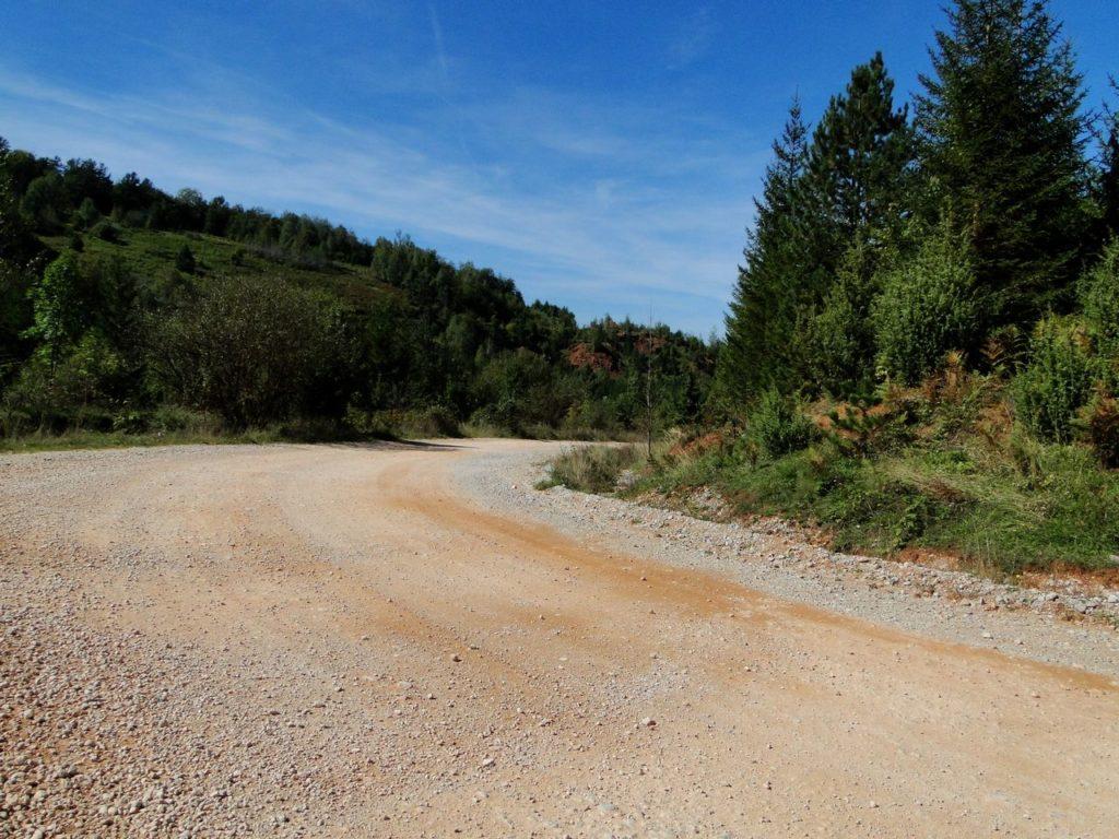 Weg naar Srebrenica vanuit Milici (Bosnie Herzegovina)